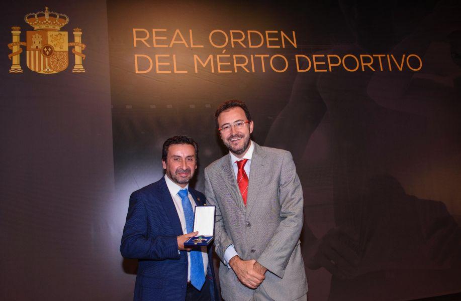 Juan Bautista Pérez acompañado en este importante acto por el Presidente de la RFETM, Miguel Ángel Machado. (Foto: Álvaro Díaz)