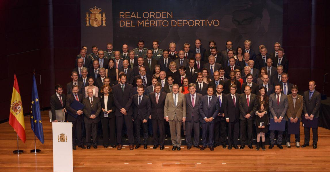 Galardonados y autoridades. (Foto: Álvaro Díaz)