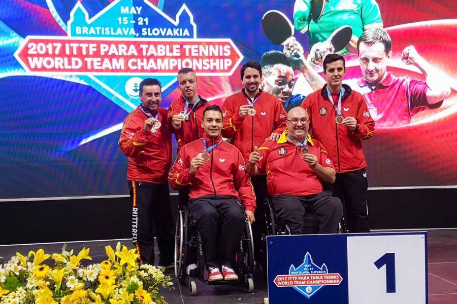 Foto de familia de las tres medallas en el Mundial para Personas con Discapacidad 2017 en Bratislava.