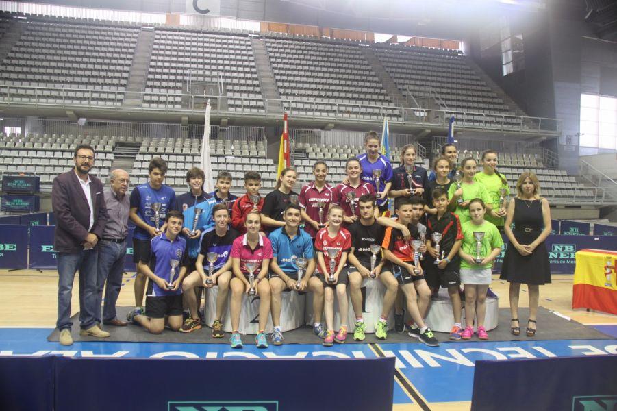 Foto de grupo de vencedores y autoridades.