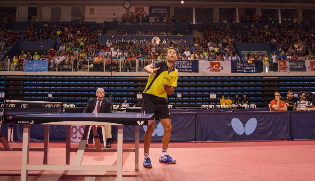 Álvaro Robles disputa un punto en la final del Campeonato de España de Tenis de Mesa 2017