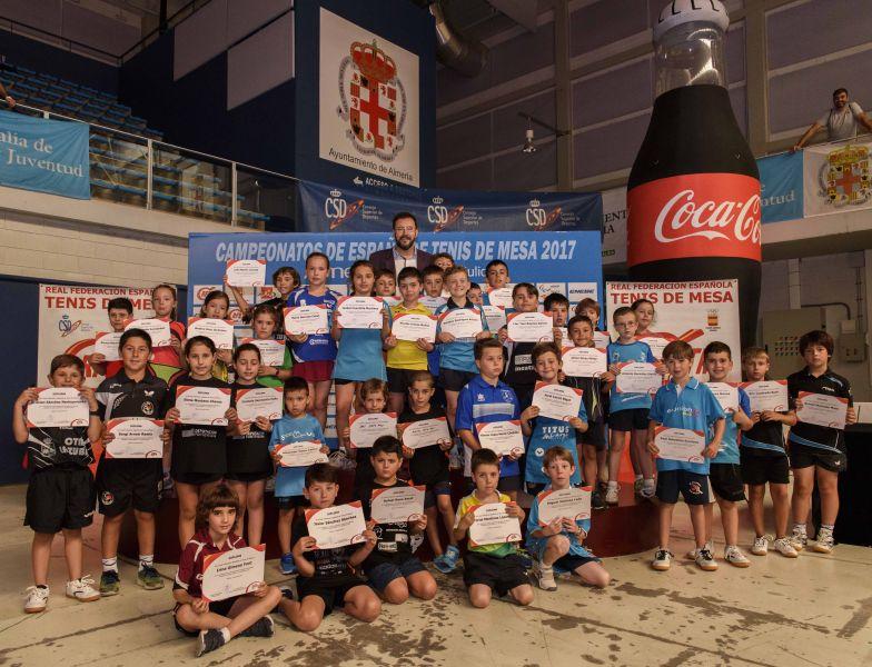 Entrega de diplomas a los participantes del Campeonato de España Pre-Benjamín de Tenis de Mesa 2017