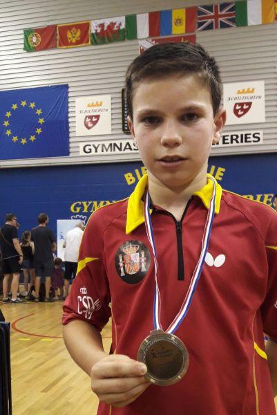Daniel Berzosa con la medalla de plata conseguida en el Eurominichamps 2017