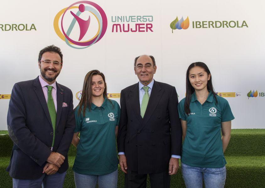 Sofía Xuan-Zhang, Ana García y Miguel Ángel Machado, junto a Ignacio Galán, presidente de Iberdrola, en el acto de presentación