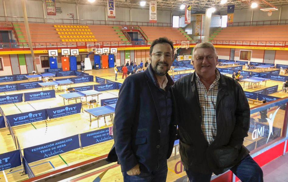 Miguel Ángel Machado, presidente de la RFETM, junto al onubense Pepe Hernández, árbitro internacional y uno de los mejores jueces nacionales con los que cuenta nuestro deporte en España.