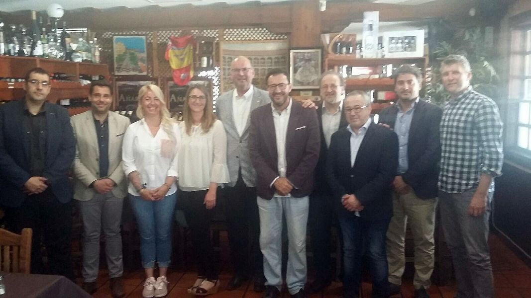 Representantes del Ayto. de Alicante, Ettu, ITTF y RFETM.