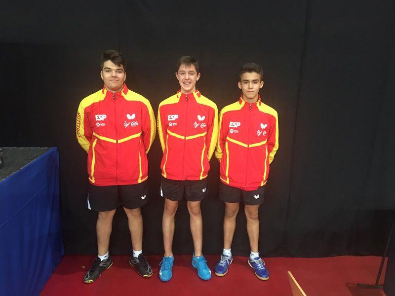Equipo Cadete Masculino de la Selección Española de Tenis de Mesa desplazada a Hungría.
