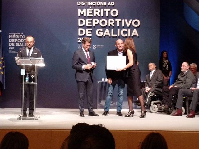 José Fernández Albores recibe la distinción al Mérito Deportivo de la Xunta de Galicia