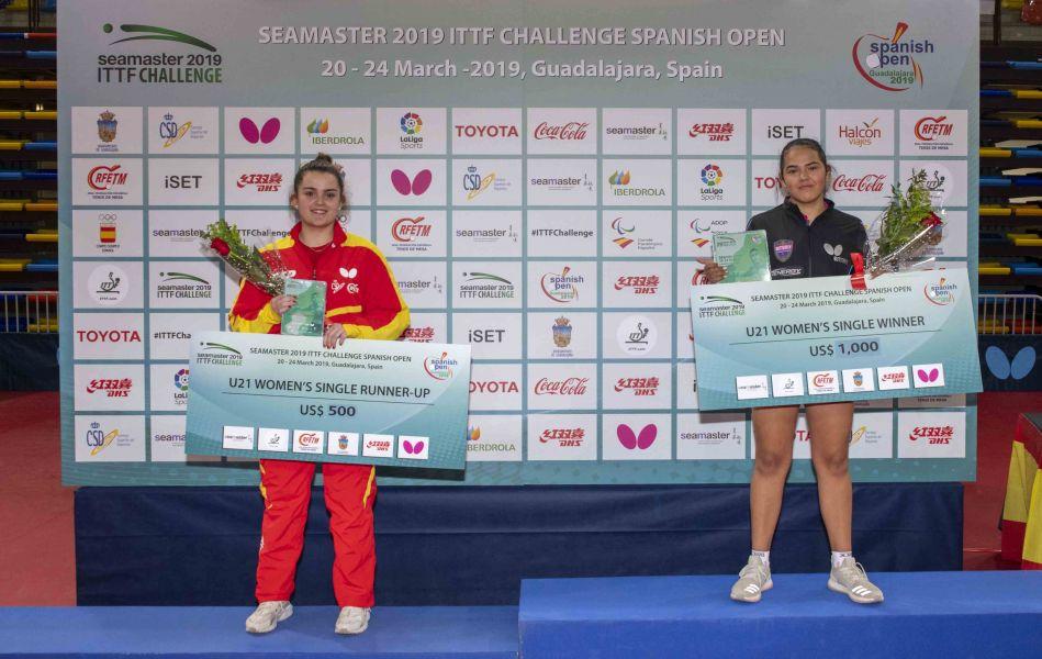 Ana García y Adriana Díaz en el podio
