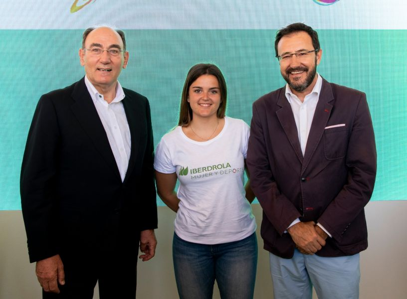 De izquierda a derecha: Ignacio Galán, presidente Iberdrola; Ana García, deportista; Miguel Ángel Machado, presidente RFETM.