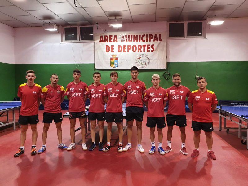 Grupo Juvenil en la sala de entrenamiento de La Zubia (Granada)