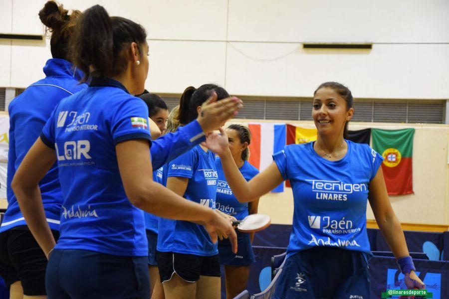 Roxana Istrate celebra con el Tecnigen Linares la victoria (Foto: Linares Deporte)
