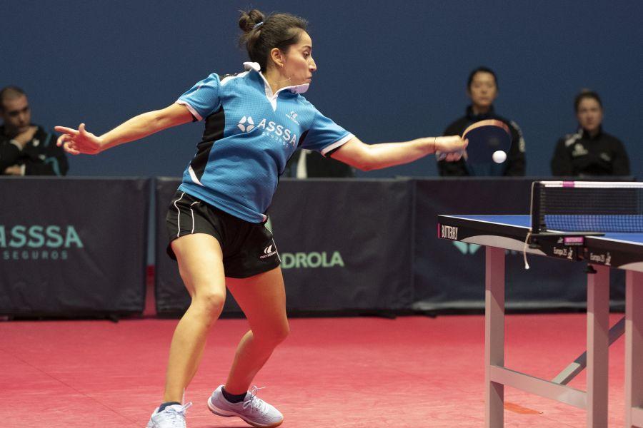 Paulina Vega disputa un punto con el ASSSA Alicante TM
