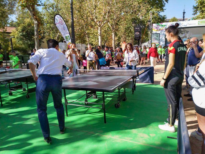 María Jose Rienda, presidenta del CSD, Luis Salvador, Alcalde de Granada, y practicando tenis de mesa en el Tour Universo Mujer en Granada