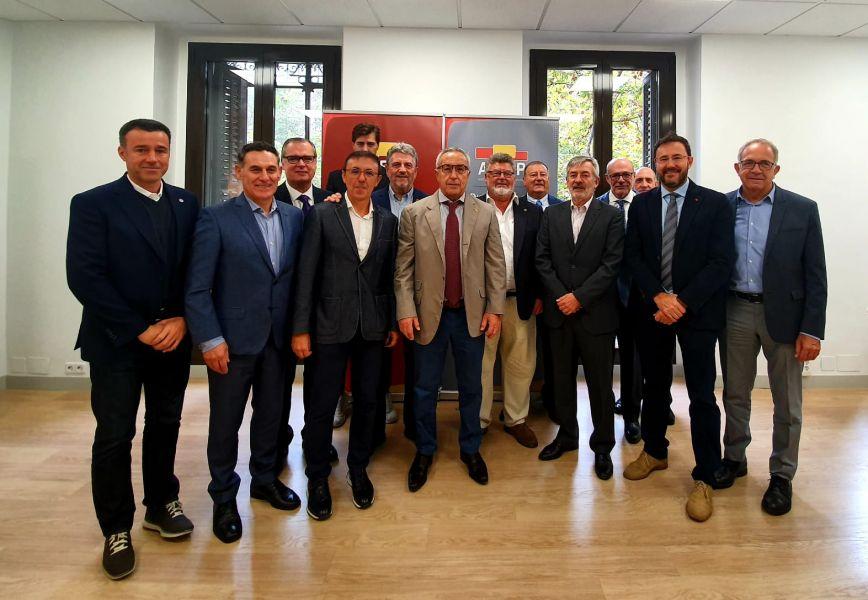 Foto grupal Junta Directiva de ADESP con Alejandro Blanco