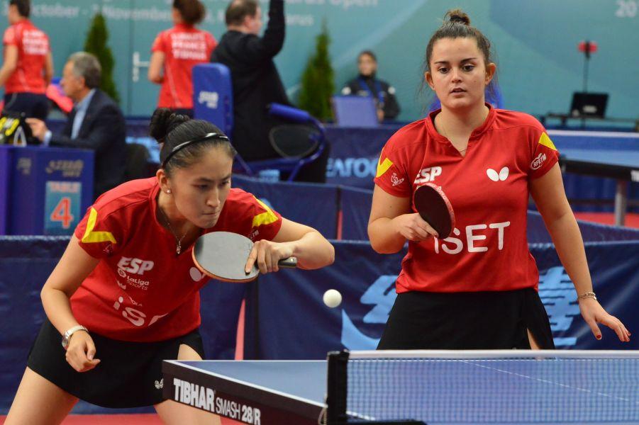 Sofía Xuan Zhang y Ana García disputando el ITTF Challenge de Bielorrusia (Foto: ITTF)