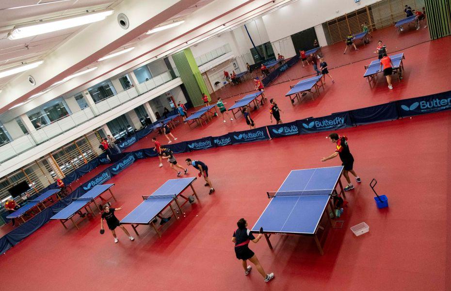 Equipo Paralímpico Español entrena en la sala de tenis de mesa del CAR de San Cugat