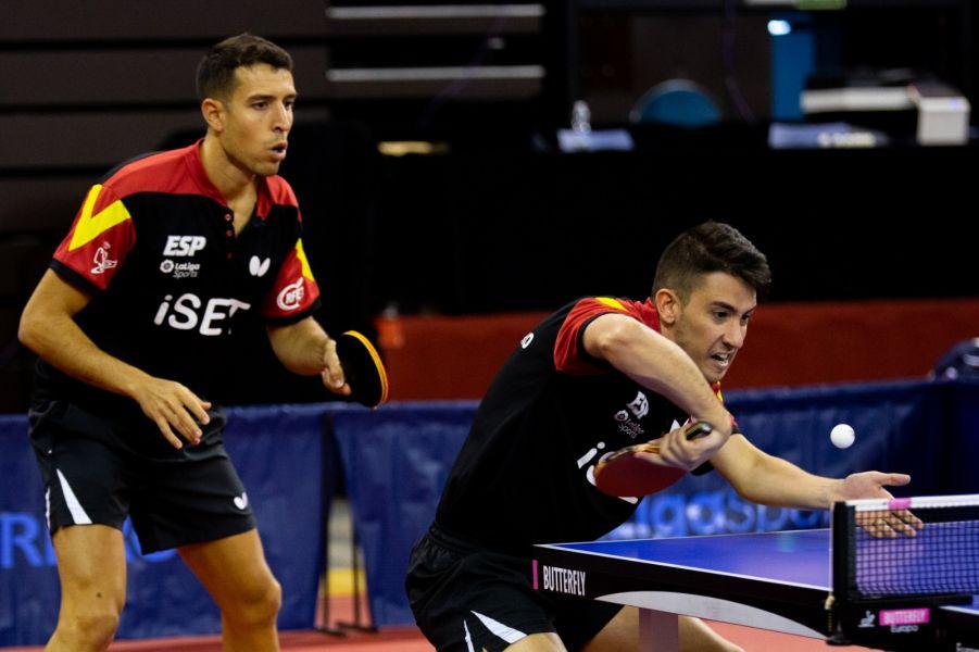 Álvaro Robles y Carlos Caballero disputando el ITTF Challenge Spanish Open 2020 (Foto: Isaac Morillas)