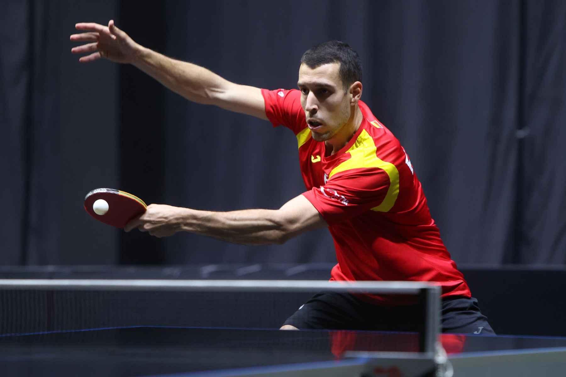 Álvaro Robles disputando el WTT Doha (Foto: WTT)