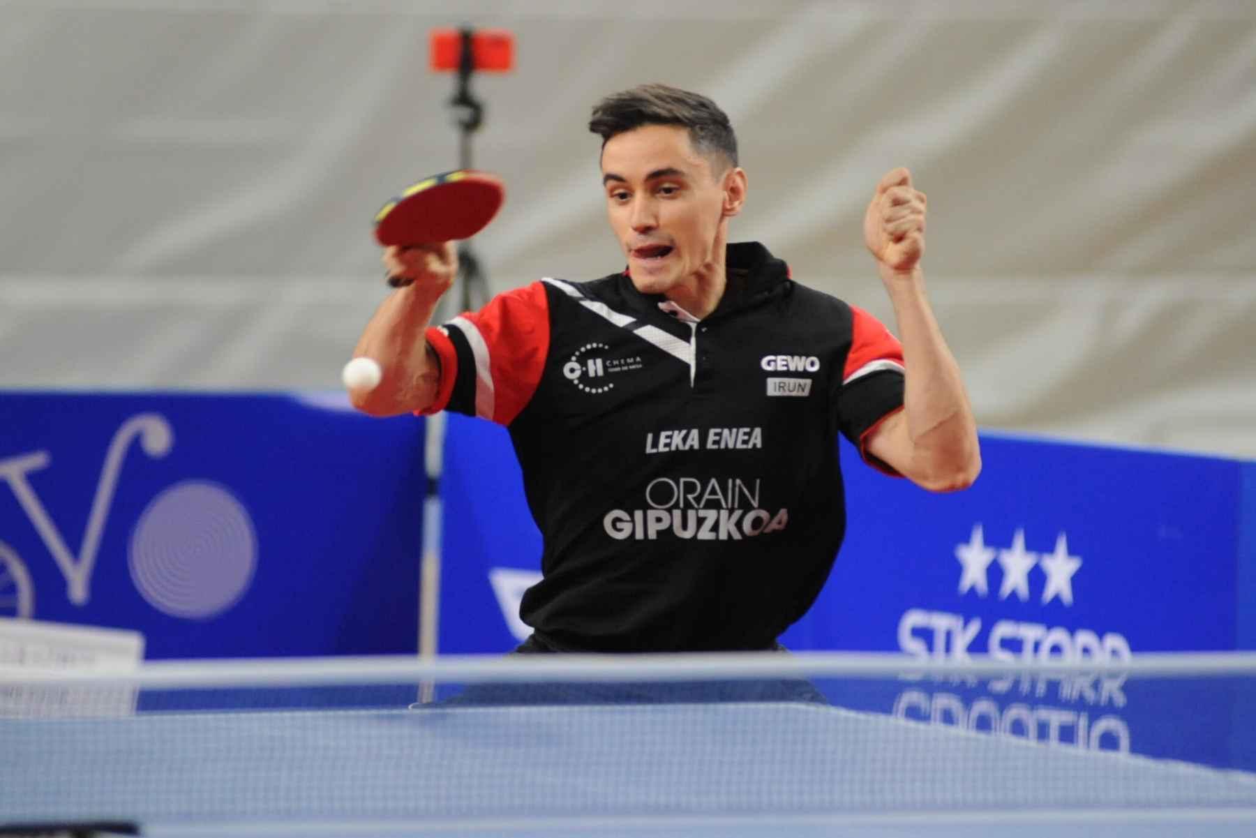 Carlos Franco, jugador de Irún Leka Enea Marpex, disputando un partido de Champions League Men
